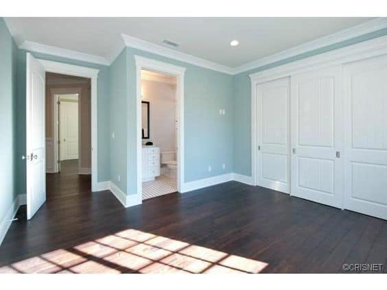 Contrasting Baseboard Style Trim